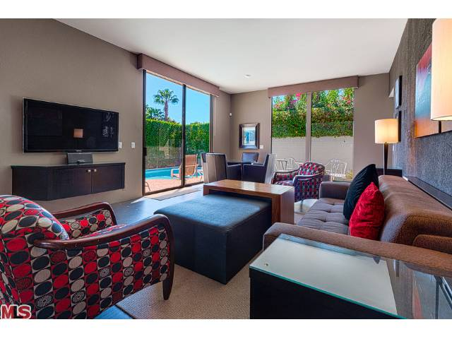 club-condominiums-palm-springs