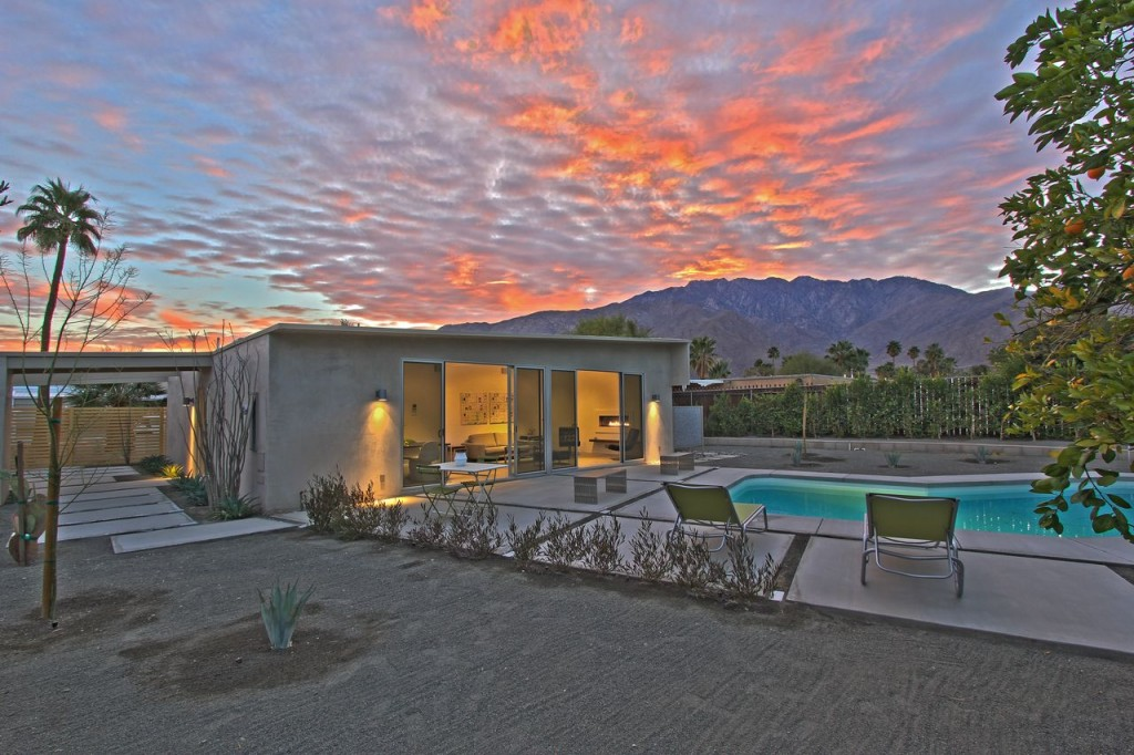 Mid-century Alexander butterfly Roof with Mountain Views for Sale in Palm Springs