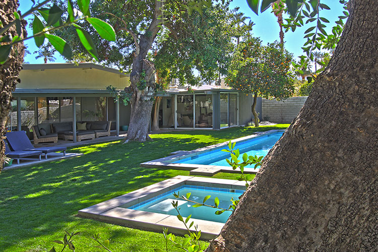 Beautiful pool in a mid century home in Rancho Mirage