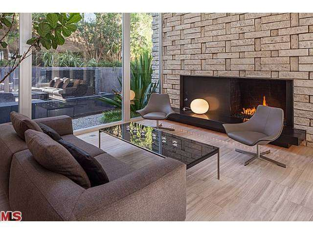 Living room of the Mid Century home owned by Meryl Streep in the Hollywood Hills