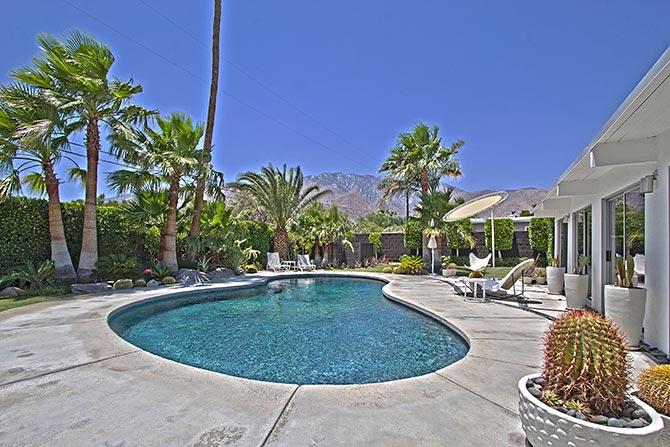 Palm Springs Racquet Club Neighborhood Mid-century home with large South Facing backyard