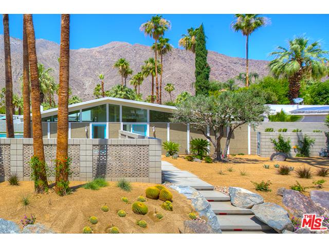 Beautiful curb appeal of this Vista Las Palmas home
