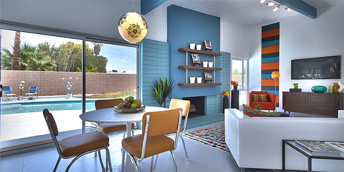 Palm Springs' Alexander butterfly home with open Living Room