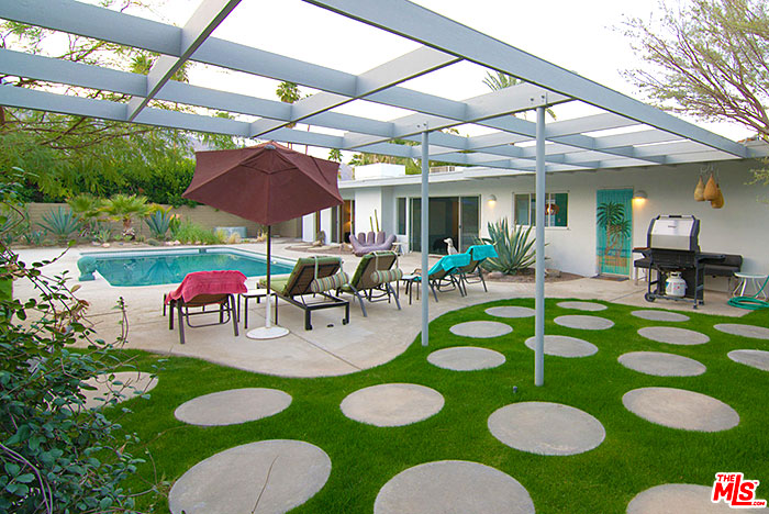 Palm Springs mid-century modern vacation rental in Sunrise Park with oversized lot that faces south