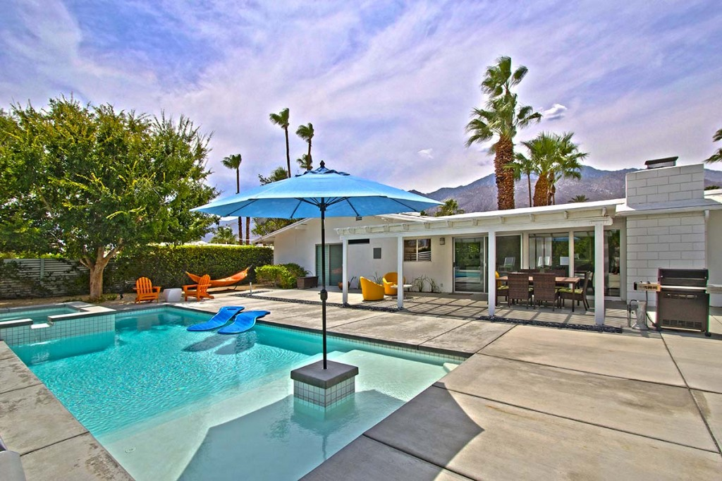 Large yard with views in Sunrise Park, Palm Springs, CA