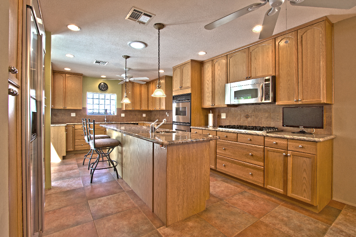 Ranch style palm springs real estate for Ranch style kitchen