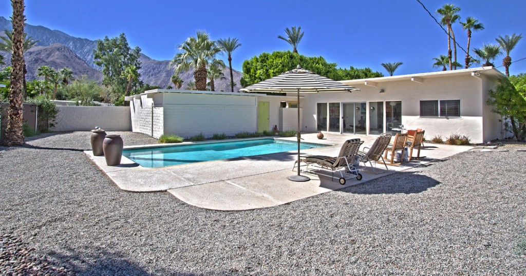 architectural Meiselman Mid-century modern home with large yard