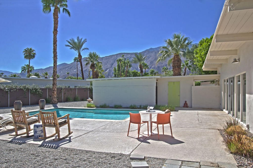 Mid century modern palm springs real estate for New mid century modern homes palm springs