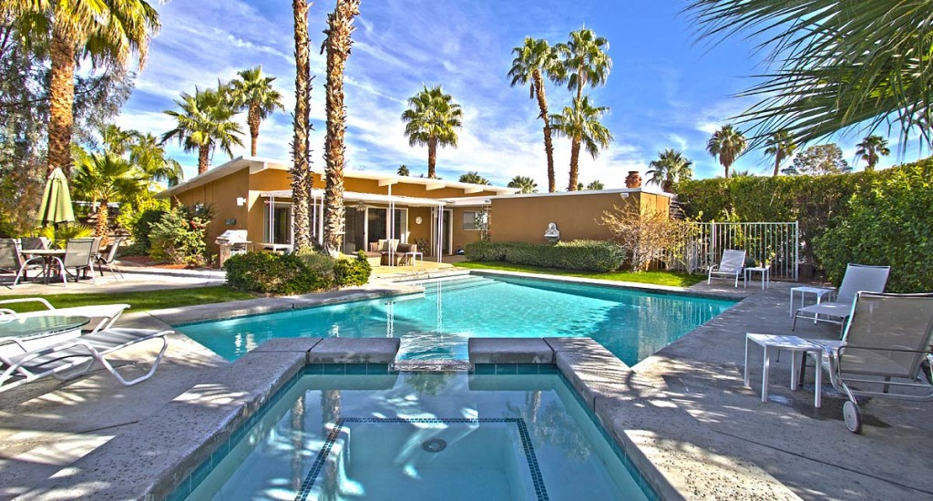1950 mid-century modern home with large pool in Palm Springs, ca