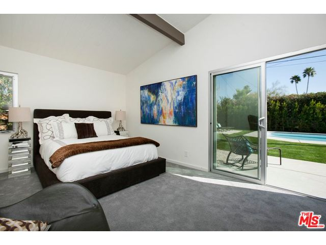 Palm springs mid-century home with large open master bedroom