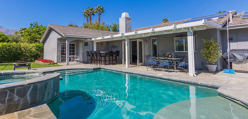 Affordable palm springs ca home with all amenities for Pool spa show 2016
