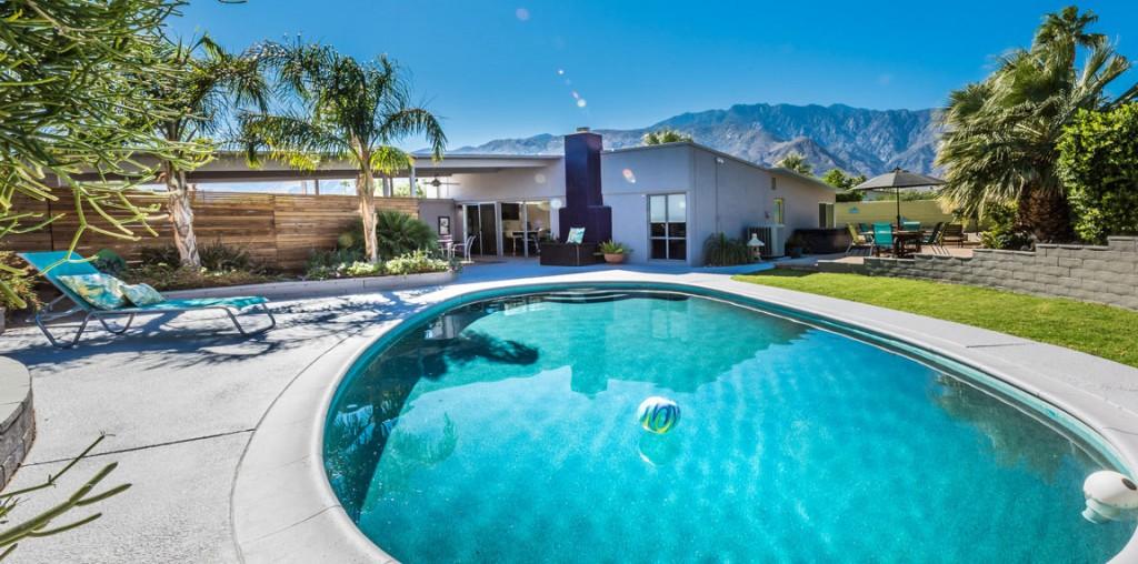 1150 East Adobe Way, Palm Springs; Pool and yard